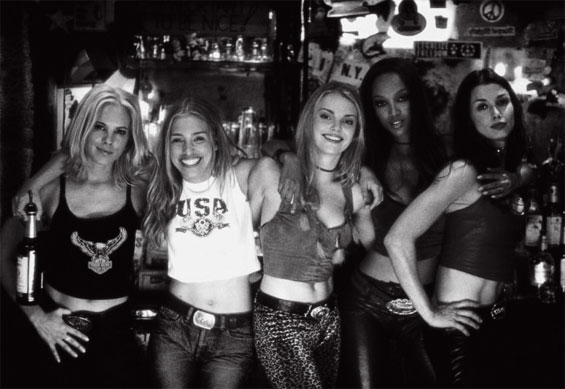 The cast of film Coyote Ugly (2000) playing hard to get.